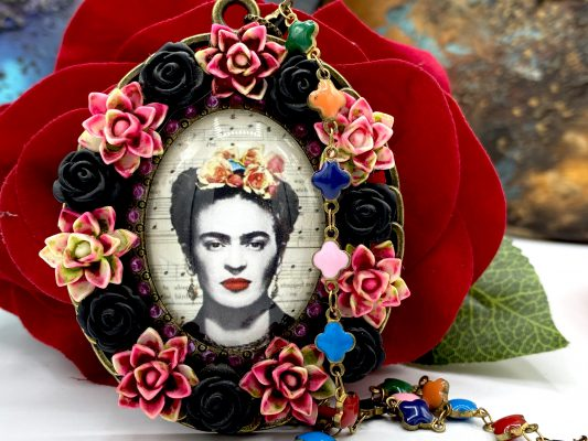 Frida Kahlo Necklace colors